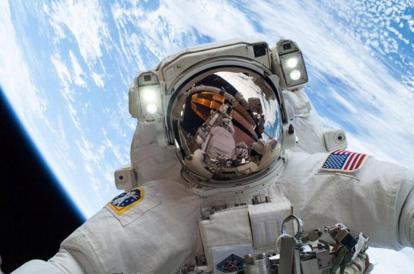 Astronaut on ISS stoppnig to take a selfie. Courtesy of NASA