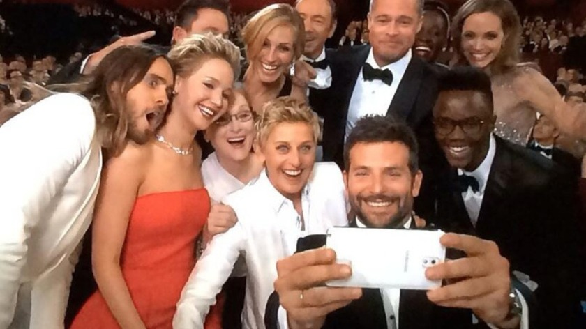 The Ellen selfie in progess, via Mashable