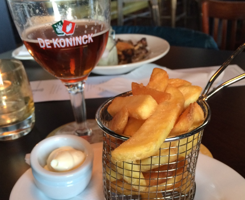Frites, mayo & beer. It's that good!