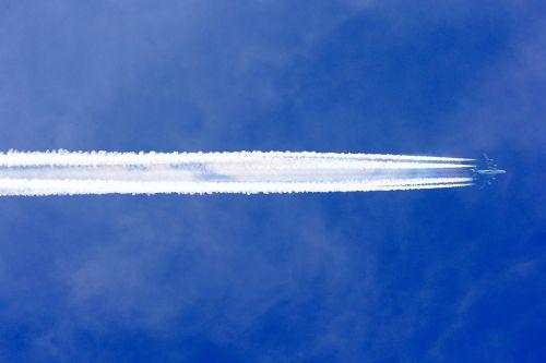 1024px-korean_air_airbus_a380-800_with_contrail